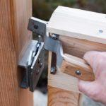 Grinda går automatisk i lås, og er enkel å åpne.